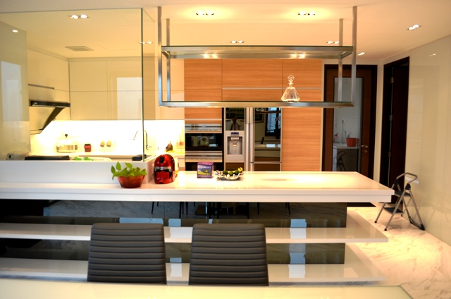 Pebbel Bay Pent House Modern Kitchen with Indoor Stadium and Kallang River View Contact