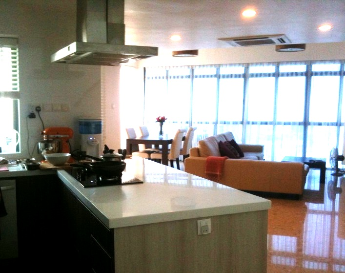 3 kitchen and hall 3 Penthouse Double Storey: Open Concept Kitchen