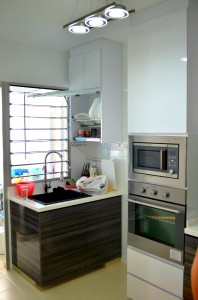 Seng Kang HDB Compassvale Beacon Kitchen washing basin and plate rack oven and cabinet 198x300 Contemporary Oriental Design in HDB 4 Room Type in Sengkang Compassvale Beacon