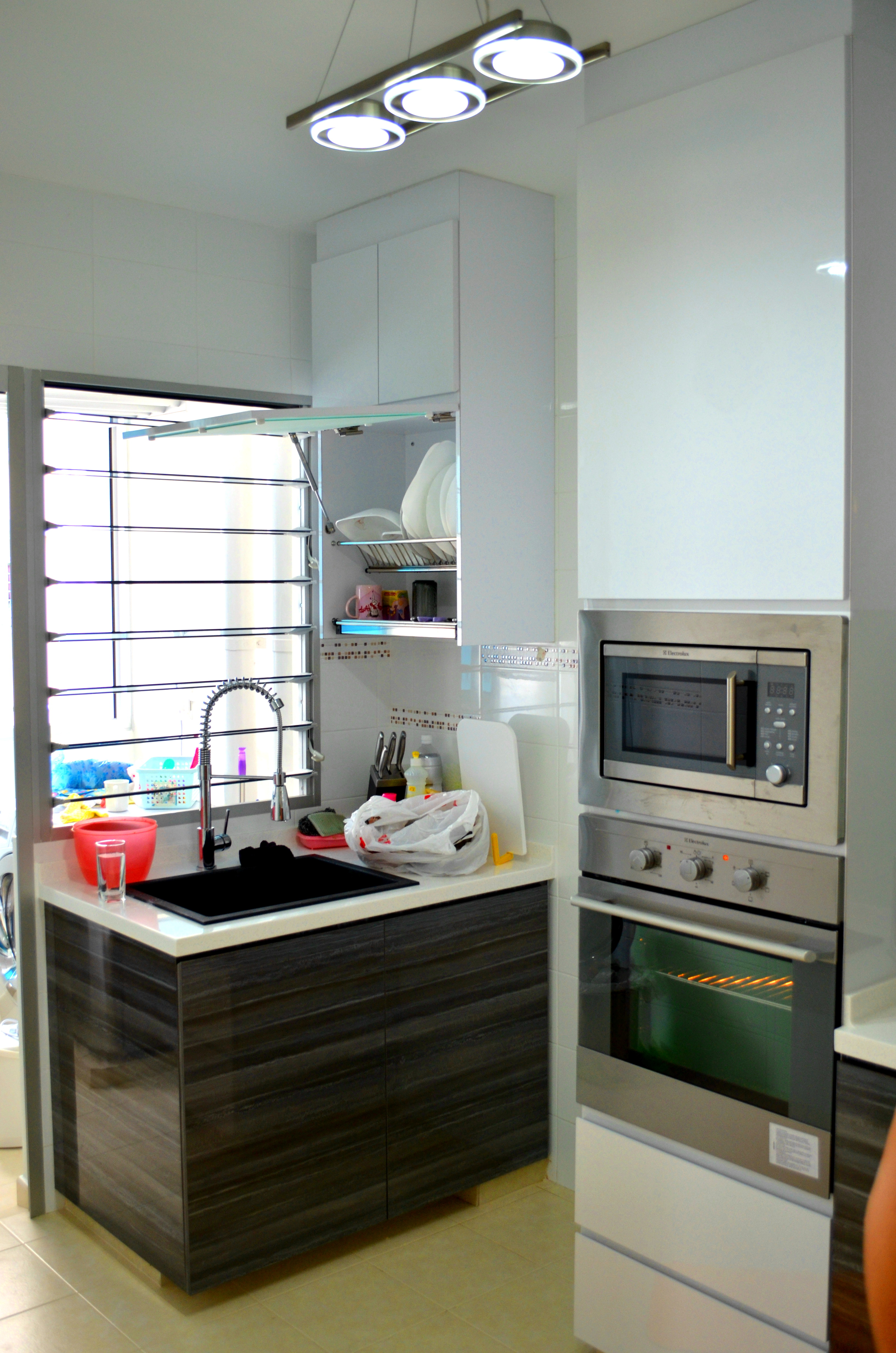 Contemporary oriental design in hdb 4 room type in for Cheap kitchen cabinets singapore